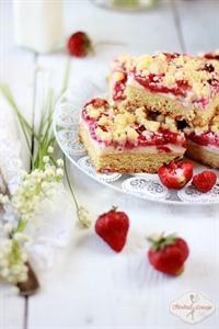 Ciasto półkruche z masą budyniowo-serową i truskawkami