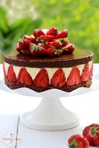 Torcik podwójnie czekoladowy z truskawkami