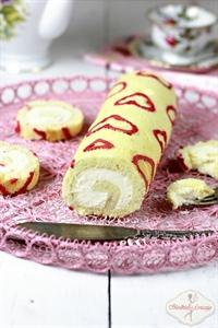 Walentynkowa rolada z białą czekoladą