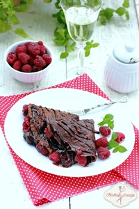 Podwójnie czekoladowe naleśniki z malinami