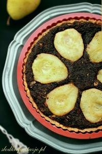 Tarta z masą makową i karmelizowanymi gruszkami