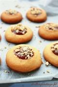 Kruche ciasteczka z kajmakiem i orzeszkami