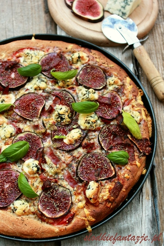 pizza%20z%20figami,%20gorgonzola%20i%20prosciutto.JPG