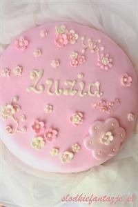 Tort dla dziewczynki (z masą z mlecznej czekolady i malin)