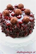 Tort potrójnie czekoladowy z wiśniami i rumem Bacardi
