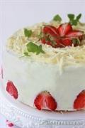 Tort kokosowo-truskawkowy z białą czekoladą