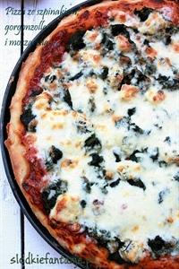 Pizza ze szpinakiem, gorgonzolą i mozzarellą
