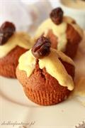 Muffiny daktylowo-cynamonowe z sosem waniliowym