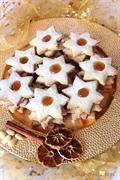 Ciasteczka migdałowo-korzenne z konfiturą morelową