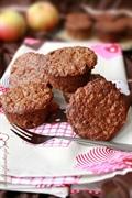 Muffinki orkiszowe z jabłkiem i suszoną śliwką