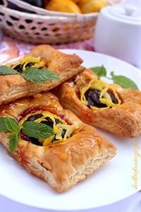 Ciastka francuskie ze śliwkami i marcepanem