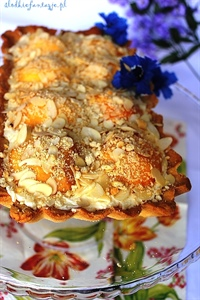 Ciasto kruche z kremem śmietankowym i nektarynkami