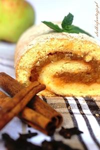 Rolada biszkoptowa z musem jabłkowym