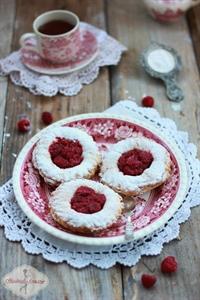 Ciastka francuskie z malinami i nutellą