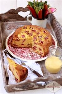 Ciasto z kremem angielskim i rabarbarem