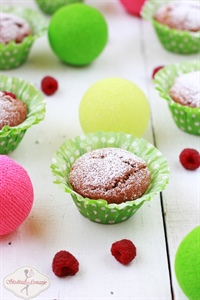 Muffinki pełnoziarniste z malinami