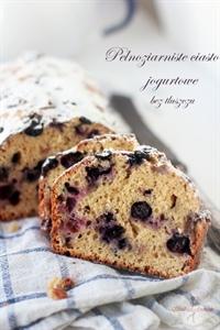 Pełnoziarniste ciasto jogurtowe z owocami (bez tłuszczu)