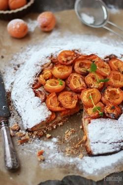 Rustykalna tarta migdałowa z morelami